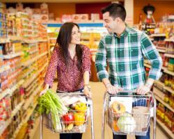cumpărători in magazin